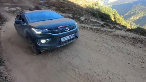 Tata Nexon In Himalayan Drive: टाटा नेक्सन से पार किया हिमालय की घाटियों का सफर, देखें वीडियो