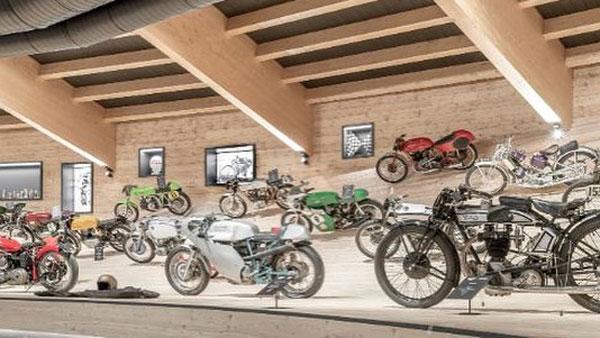 दुनिया के सबसे ऊंचे मोटरसाइकिल म्यूजियम में लगी आग, 200 से अधिक बाइक जलकर खाक