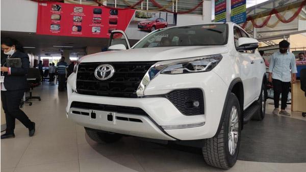 Toyota Fortuner Reaches Dealership: टोयोटा फाॅर्च्यूनर फेसलिफ्ट डीलरशिप पर पहुंची