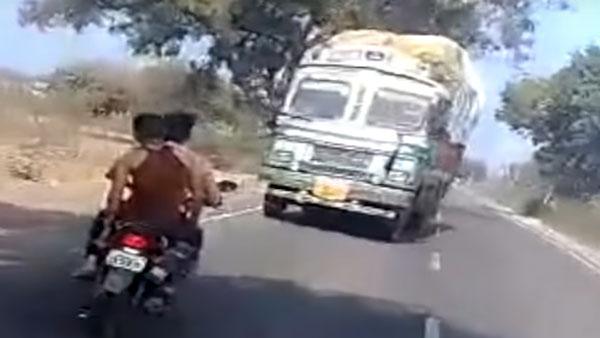 ट्रक ड्राइवर ने 3 किलोमीटर तक रिवर्स गियर में चलाया ट्रक, जानें क्यों