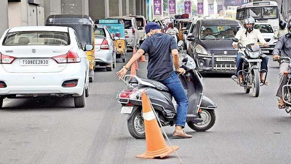 Wrong Side Driving: गलत साइड में ड्राइविंग करने पर गुरुग्राम पुलिस रद्द करेगी लाइसेंस