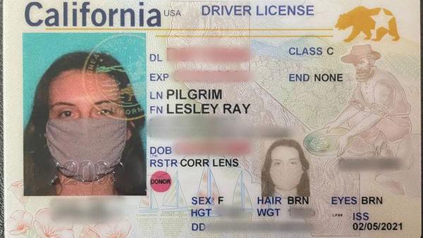 Driving Licence With Facemask: फेसमास्क के साथ महिला का बन गया ड्राइविंग लाइसेंस, इंटरनेट पर वायरल हुई तस्वीर