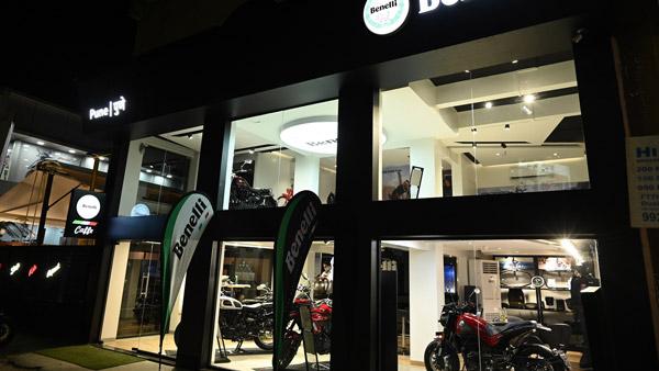 Benelli New Showroom In Pune: बेनेली ने पुणे में खोला अपना 40वां डीलरशिप, जिसमें है पहला बेनेली कैफे