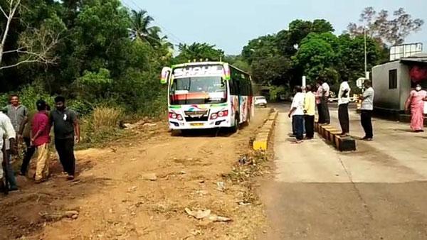 Villagers Built Bypass Road: टोल टैक्स से नाराज गांव वालों ने बना डाली बायपास सड़क
