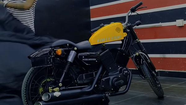 TVS XL 100 का ऐसा मॉडिफिकेशन शायद ही आपने देखा होगा, Harley Davidson का दिया लुक