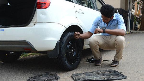 Spare Tyre बदलते हुए इन चार Hacks का रखें ध्यान, नहीं करनी पड़ेगी ज्यादा मेहनत