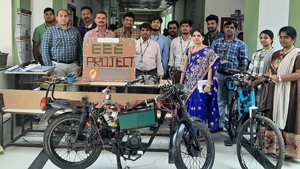 स्टूडेंट्स ने बनाई वायरलेस चार्जिंग वाली इलेक्ट्रिक बाइक, देती है 100 किमी की रेंज