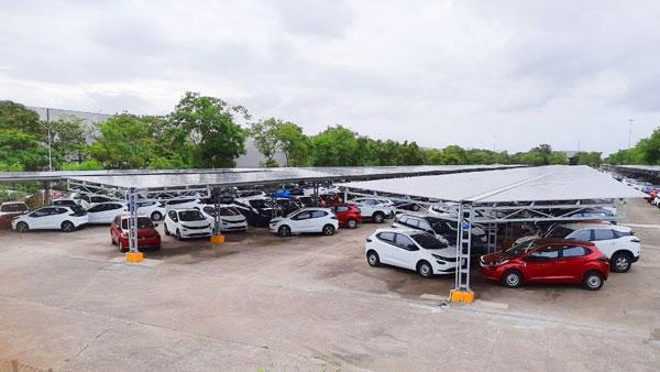 Tata Motors ने देश का सबसे बड़ा सोलर कारपोर्ट किया शुरू, 2029 तक कंपनी बनेगी कार्बन न्यूट्रल