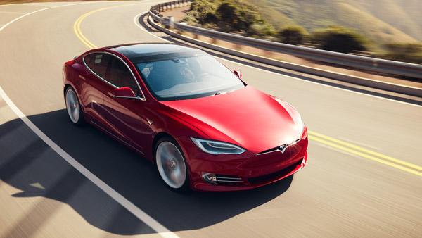टेस्ला ने की इलेक्ट्रिक कारों पर इम्पोर्ट ड्यूटी को कम करने की मांग, केंद्र सरकार को लिखा पत्र