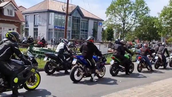 15,000 बाइक सवारों ने कैंसर से लड़ रहे बच्चे का बढ़ाया हौसला, सड़क पर निकाली बाइक रैली, देखें वीडियो