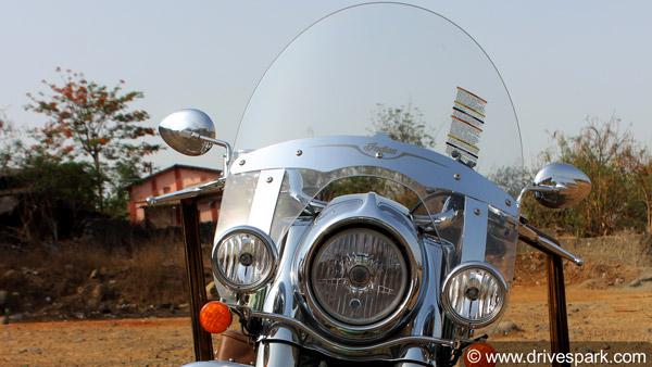 बाइक के आगे लगी विंडशील्ड होती है बड़े काम की चीज, जानिए क्या होते हैं इसके फायदे
