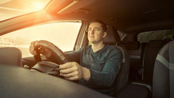 कार के केबिन से आ रही है दुर्गंध? इन तरीकों से केबिन को करें तरोताजा