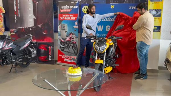 नई TVS Raider 125 की डिलीवरी हुई शुरू, गाजियाबाद में डिलीवर हुई देश की पहली बाइक