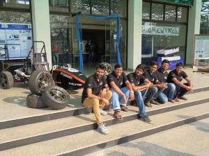 GREAT: IIT स्टूडेंट ने बनाई पूर्ण स्वदेशी रेसिंग कार