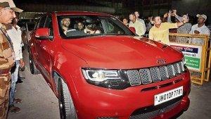 महेंद्र सिंह धोनी दिखे अपने 1.6 करोड़ की कार के साथ,  है देश की सबसे ताकतवर एसयूवी
