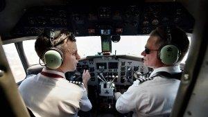 Airlines के Pilots आखिर क्यों नहीं रखते हैं दाढ़ी और मूंछ?