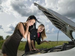 TIPS : ये आसान से उपाय आजमाकर कार बैटरी को रख सकते हैं सुरक्षित