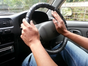 कार ड्राइव करते वक्त अगर आप इस डिवाइस का इस्तेमाल करते हैं तो है ख़तरनाक !