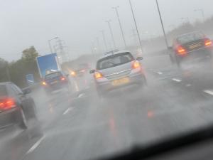 कार टिप्स : माॅनसून का मौसम आया, ज़रा संभलकर ड्राइव करें भाया
