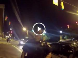 कार ड्राइविंग के दौरान पोकेमॉन गो गेम खेलते वक्त पुलिस कॉप्स की गाड़ी को मारी टक्कर, गया जेल