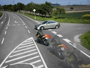 Tips: ड्राइव के वक्त Motorcycle और खुद को दुर्घटना से बचाने के तरीके