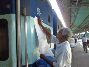 यात्रिगण कृपया ध्यान दें, 2 महीनें के लिए रद्द हो गई हैं ये 8 ट्रेन्स