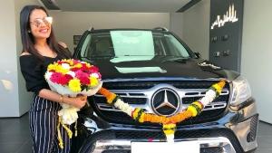 मशहूर सिंगर नेहा कक्कड़ ने खरीदी लग्ज़री मर्सिडीज बैंज SUV - कीमत सुन हैरान हो जाएंगे