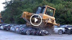 विडियो: करीब 40 करोड़ की लग्जरी कारों को JCB से कुचलवा डाला