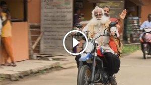 जब बाबा रामदेव और सदगुरू ने दौड़ाई Ducati Scrambler सुपरबाइक