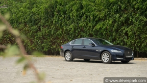 जगुआर XF 20d रोड टेस्ट रिव्यू — जानिए इस कार में क्या है खास?