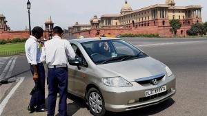 मोटर व्हीकल एक्ट: दिल्ली में हर घंटे हो रहा है हजारों वाहनों का पॉल्यूशन टेस्ट