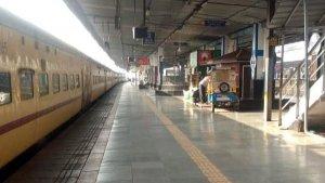 कोरोना वायरस के चलते 31 मार्च तक पैसेंजर ट्रेनों का संचालन हुआ बंद