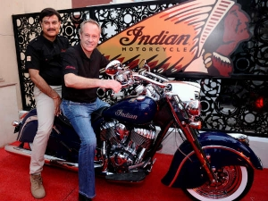 इंडियन मोटरसाइकिल ने खोला भारत में अपना शोरूम