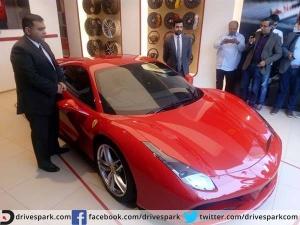 फरारी ने भारत में लॉन्च की नई लग्जरी कार 488 जीटीबी, कीमत 3.88 करोड़ रुपये