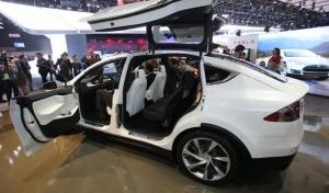 Tesla Model X : ये है टेस्ला की पहली इलेक्ट्रिक एसयूवी, जानिए इसकी खूबियों के बारे में