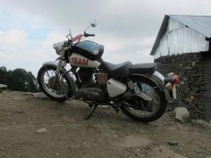 दुनियाभर में मशहूर ब्रांड रॉयल एनफील्ड को इतिहास में पहली बार क्यों मंगानी पड़ी बाइक वापस, जानिए