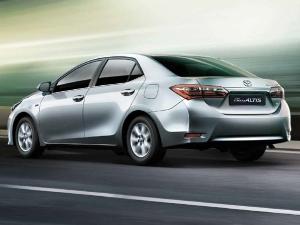 Toyota ने भारत की Corolla Altis की 23,000 यूनिटो को किया रिकाल, जानिए क्यों?