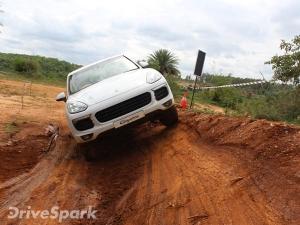 कार रिव्यूः कायेन और मैकन के साथ करें खतरनाक रास्तों की आसान सवारी