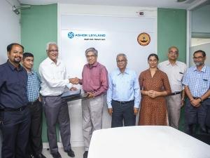 बैटरी इंजीनियरिंग सेंटर के लिए अशोक लेलैंड और आईआईटी मद्रास आए साथ
