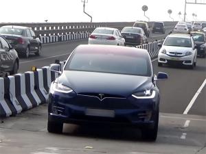 भारतीय सड़कों पर एक्शन में आई टेस्ला मॉडल एक्स, कार मालिक का नाम जानें