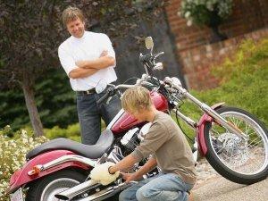 मोटरसाइकिल में लगे जंग की करें छुट्टी - अपनाये ये सस्ते और सरल उपाय