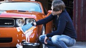 कार को साफ करने के कुछ सस्ते, सरल और दिलचस्प घरेलू उपाय