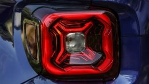 जीप जल्द पेश करेगा सबसे सस्ती एसयूवी Renegade, दिखी पहली झलक