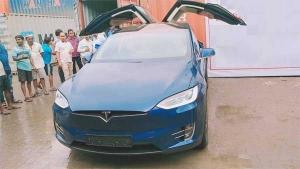 मुंबई आई भारत की पहली टेस्ला मॉडेल X 100D - जानें इस इलेक्ट्रिक क्रॉसओवर की खुबियां