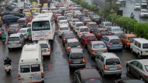 भारी ट्रैफिक जाम में ऐसे चलायें गाड़ी कभी नहीं होगी परेशानी