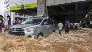 Kerala Floods 2018: बाढ़ जैसी विकट स्थिती में कैसे करें सुरक्षित ड्राइविंग