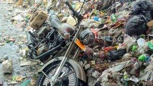 रॉयल एनफील्ड से नाराज ग्राहक ने अपनी 2.5 लाख की नई क्लासिक 500 पेगासस को कचरे में फेंका