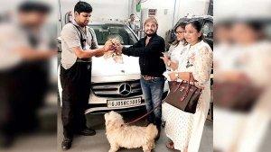 बिल्ली की जान बचाने के लिए इस व्यापारी ने अपनी मर्सिडीज को दांव पर लगा डाला