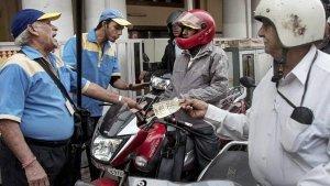 1 जून से हो जाये सावधान, हेलमेट नहीं पहनने पर अब नहीं मिलेगा पेट्रोल