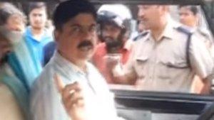 लोगों के विरोध पर एआरटीओ अधिकारी का कटा चालान, कर रहे थे बिना सीट बेल्ट के ड्यूटी